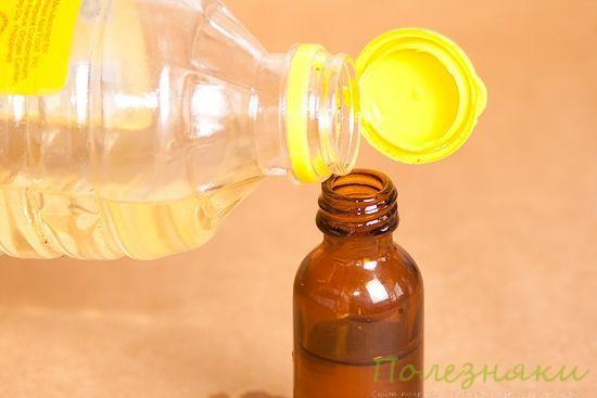 Влейте в бутылочку масло жожоба