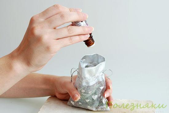 3 Добавьте несколько капель эфирного масла лаванды