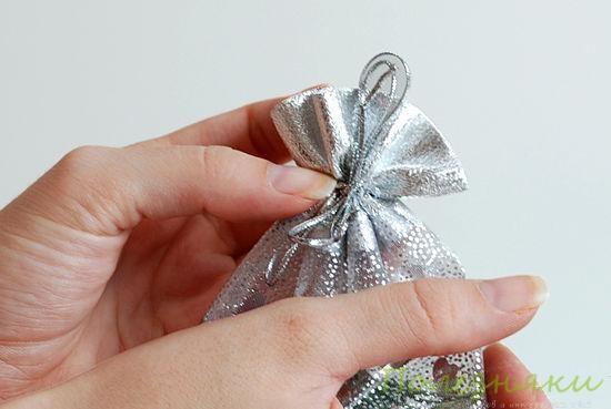 4 Затяните пакет резинкой или лентой