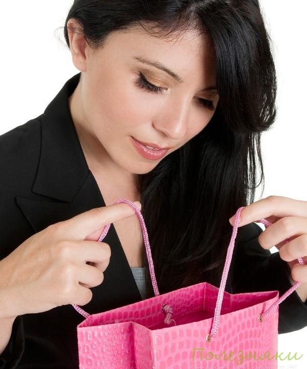 Определите, какие подарки: декоративные или практичные