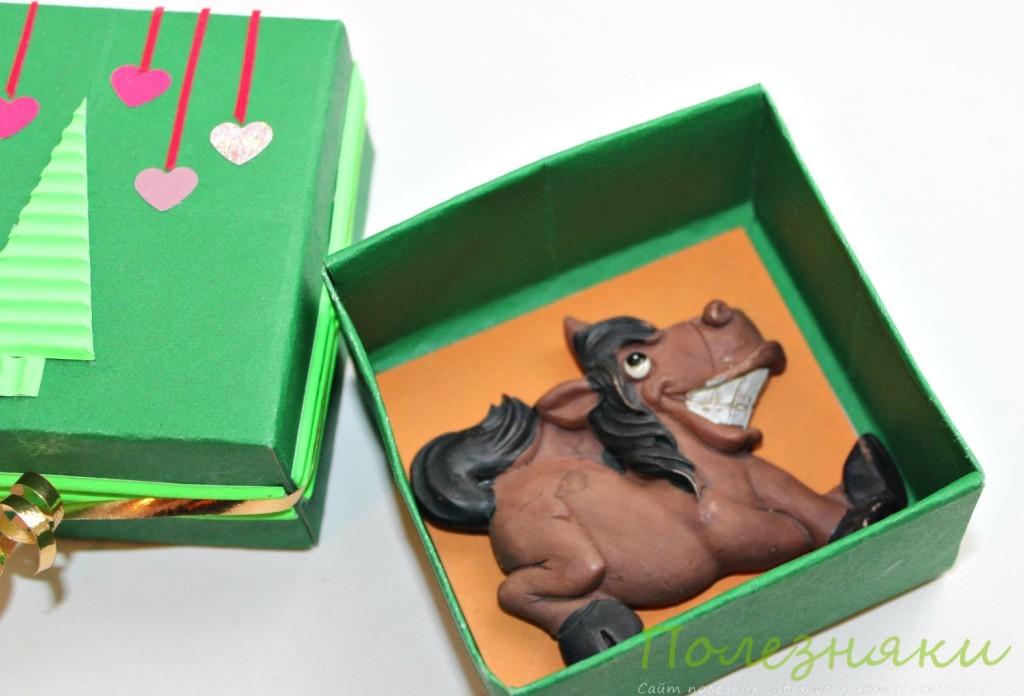 Магнит лошадки в коробочке