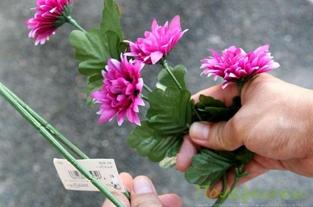 подготовленные цветы поместите в емкост