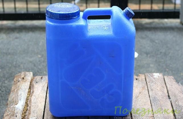 Используйте дистиллированную воду