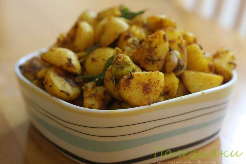 Обжарить отварной картофель