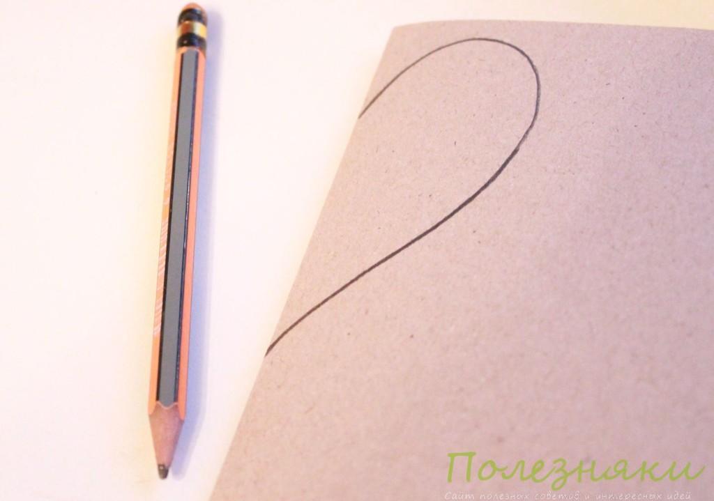 Рисуем половинку первого сердечка