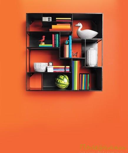 Полки на оранжевом фоне
