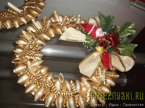 Как сделать новогоднюю игрушку из макарон 9
