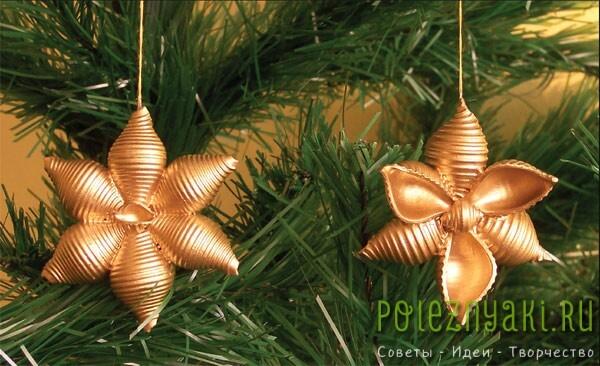 Как сделать снежинки из макарон. Новогодние украшения в золотистой краске