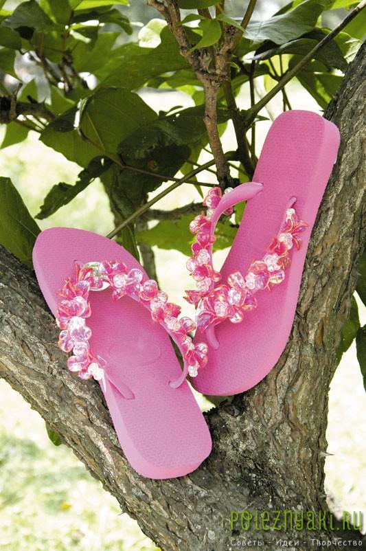 Хэнд-мэйд по украшению бисером розовых шлепок
