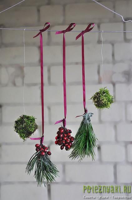 Новогодняя декорация из вешалки своими руками