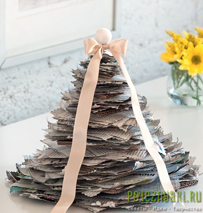 Новогодняя елка из бумаги и картона готова