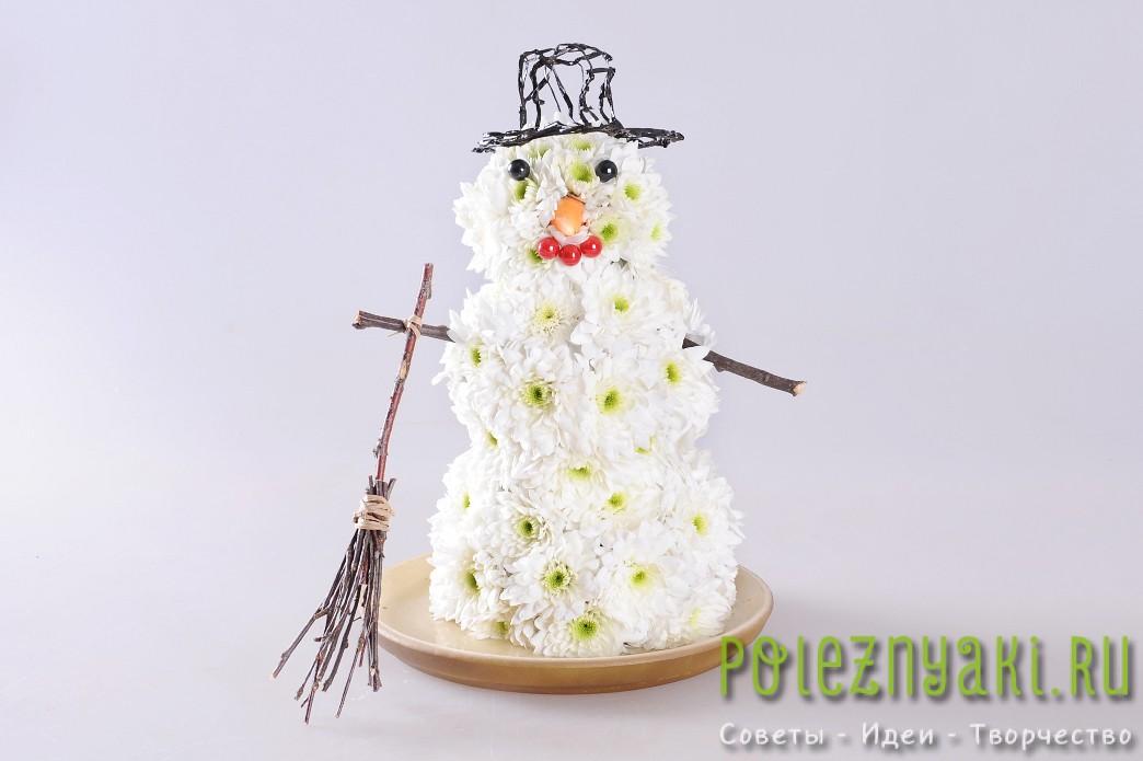 веселый цветочный снеговик готов