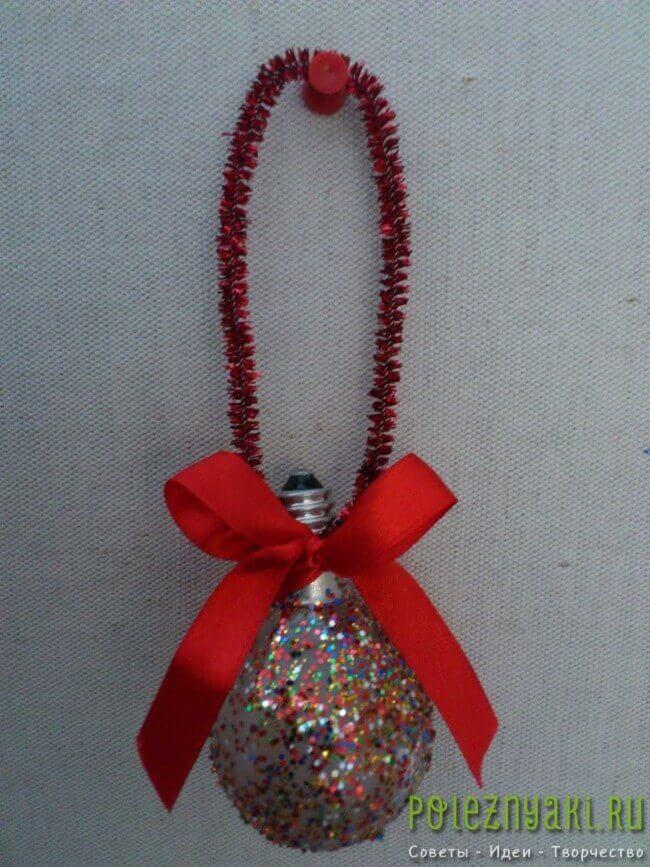 Новогодние украшения из лампочки сделанные своими руками 6