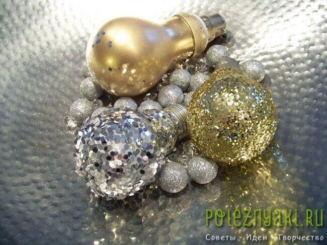 Самодельные новогодние украшения из лампочек