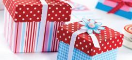 Подарочные коробки и открытки, украшенные цветами