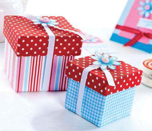 Подарочные коробки украшенные цветами