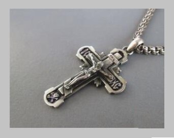 От чего чернеет серебряный крестик и как его почистить?