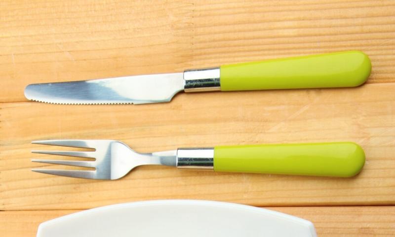 Как очистить вилки между зубчиками от налета