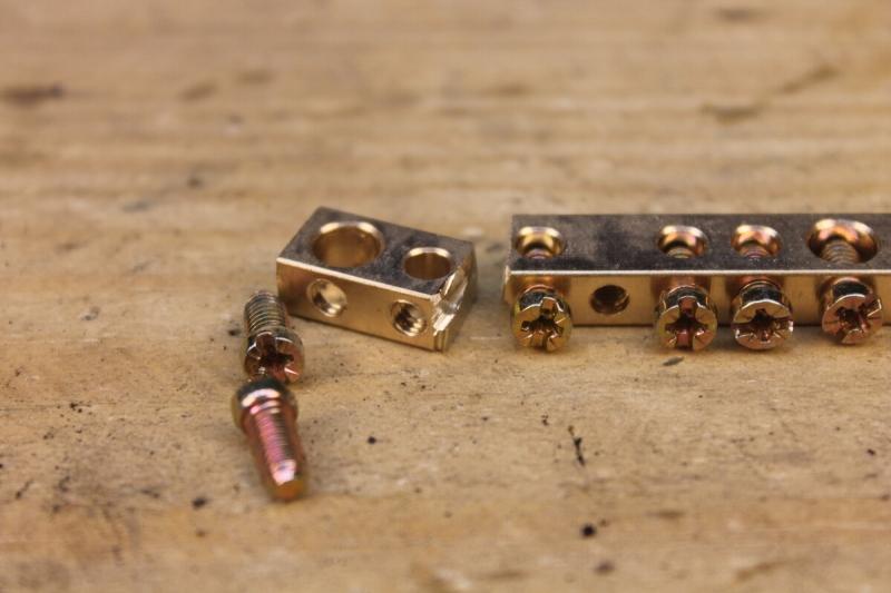 Пайка скрутки с помощью пальчиковой батарейки из Fix Price