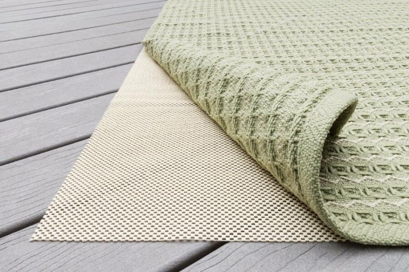 Способ, чтобы вязаный коврик не скользил по полу