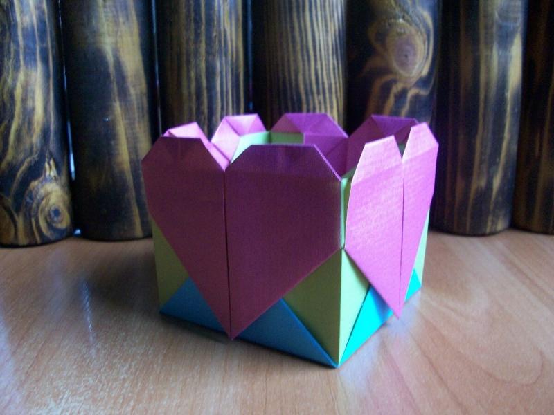 Простая, но эффектная коробочка из бумаги. Подробный мастер-класс