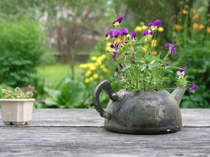 Что сделать из старого чайника: 5 идей на выбор