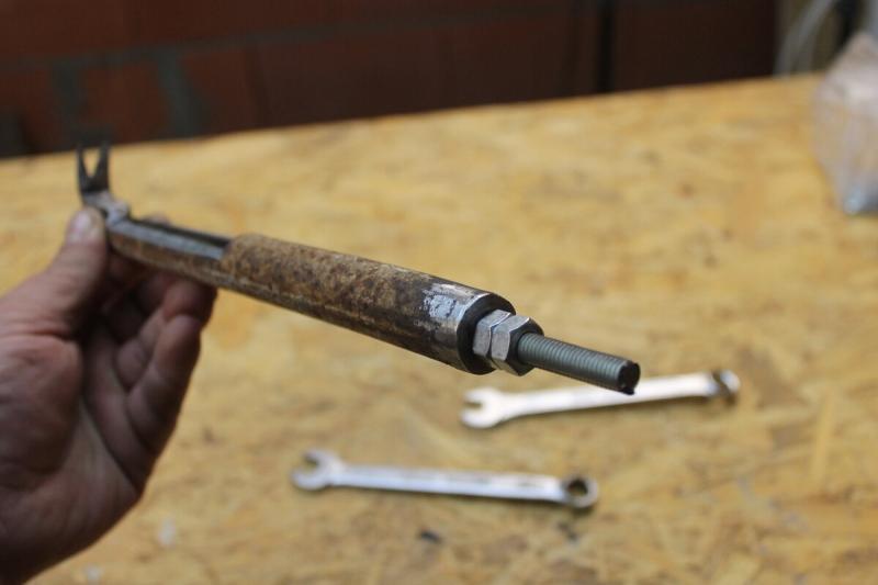 Дельная самоделка для шуруповерта из трубы и шпильки, пригодится в мастерской и дома