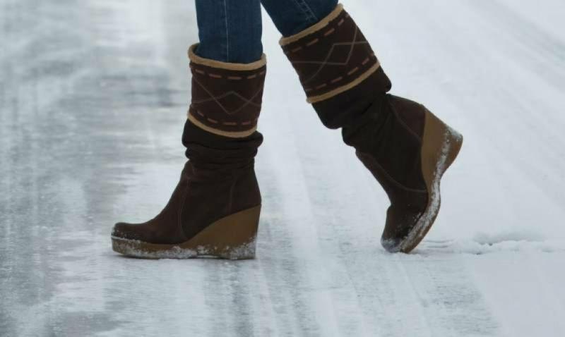 Обувь больше не скользит! Брат за 10 секунд сделал мою подошву не скользким даже на льду