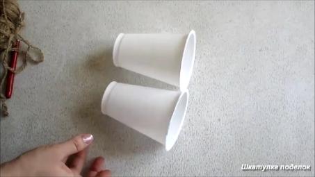Идея из стаканов от питьевого йогурта.