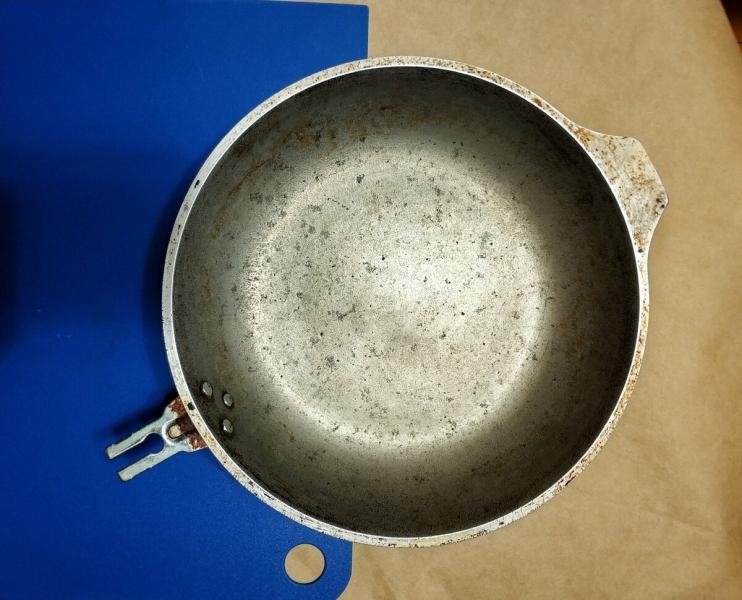 За 1 минуту очистила застарелый жир и нагар на сковороде. Показываю фото до и после