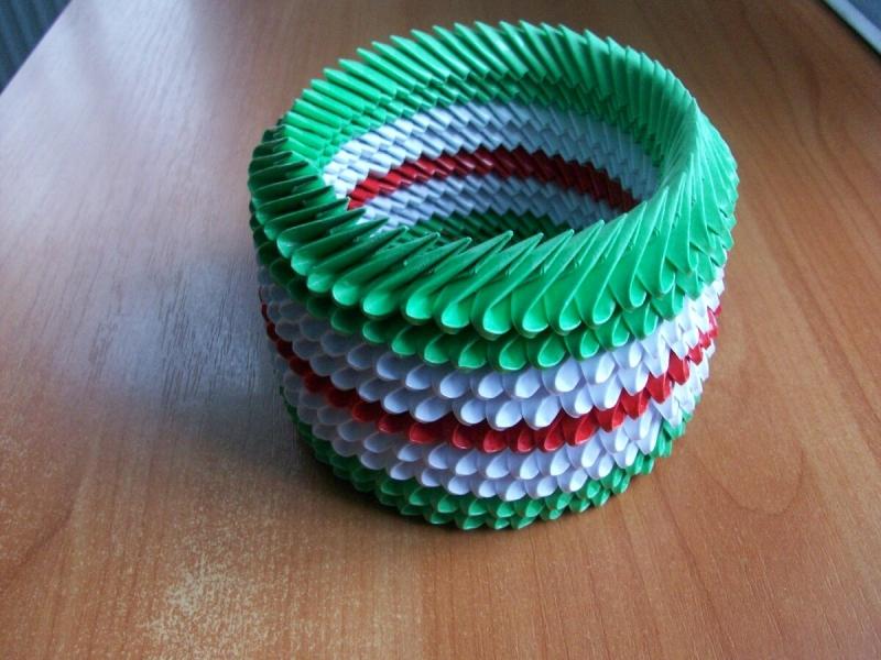 Мало кто знает, как из бумаги сделать прочную круглую коробочку