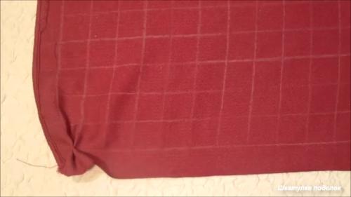 Взяла ткань и сделала декоративную подушку для дома.