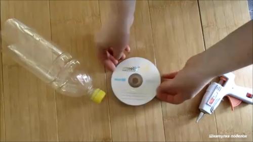 Идея из пластиковой бутылки и DVD диска. Делали вместе с детьми.