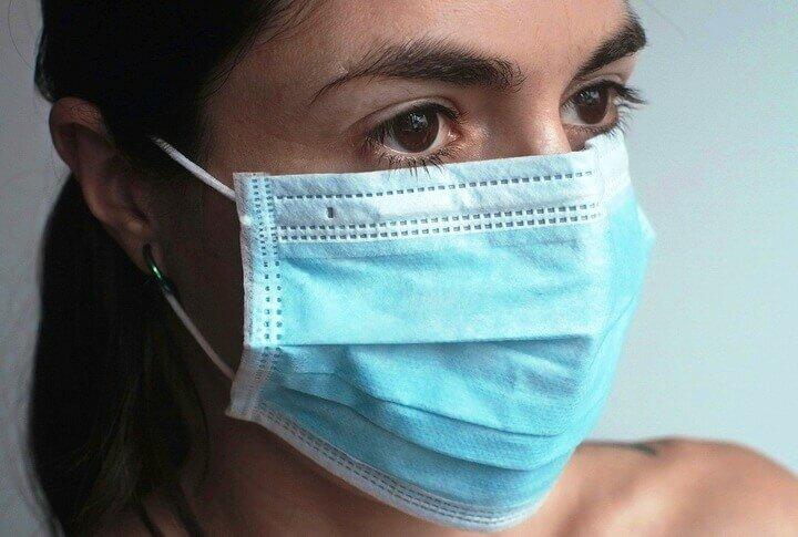 Скажи нет дефициту: 5 способов сделать защитную маску своими руками