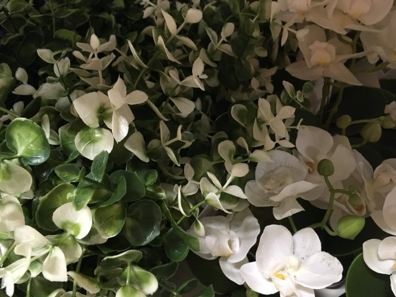 Декор интерьера искусственными растениями: особенности и преимущества